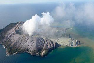 Más de una docena de turistas mueren 'devorados' por el volcán que estaban fotografiando