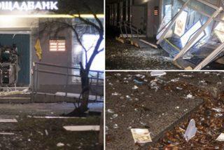 Este cajero automático explota en Kiev y llena la calle de billetes