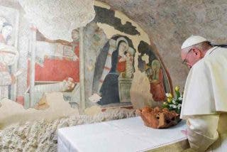 El papa se somete a una cirugía de cataratas, en medio de un fuerte hermetismo