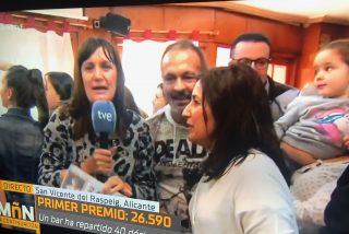 La reportera de TVE 'ebria' de felicidad al ver en directo que le ha tocado el Gordo deja helada a María Casado