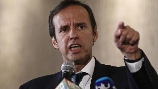 """Bolivia carga contra los """"rambitos"""" de Pedro Sánchez enviados """"para extraer a criminales castristas y chavistas"""" amigos de Podemos"""