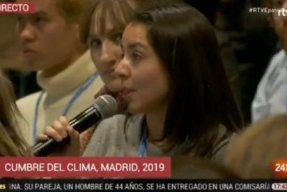 """Los periodistas internacionales se encabronan con el censor Sánchez: """"Es la primera vez que no nos dejan levantar la mano en una rueda de prensa"""""""