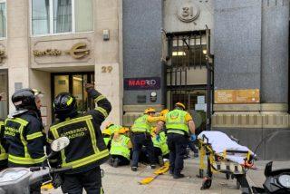 Una turista coreana en estado crítico tras caerle en la cabeza una cornisa en el centro de Madrid