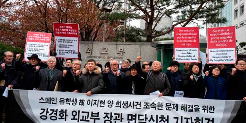 """La muerte """"accidental"""" de una surcoreana en Madrid desencadena una manifestación de decenas de indignados en Seúl"""