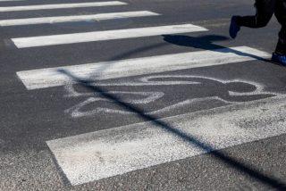 Un conductor drogado atropella dos veces a una mujer en un paso de cebra y se da a la fuga a pie