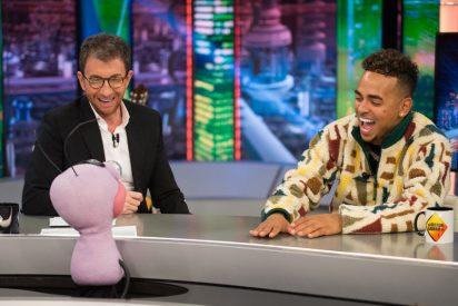 Pablo Motos llena de jueguecitos absurdos la visita de Ozuna a 'El Hormiguero' y la estrella del reggaeton se aburre como nunca