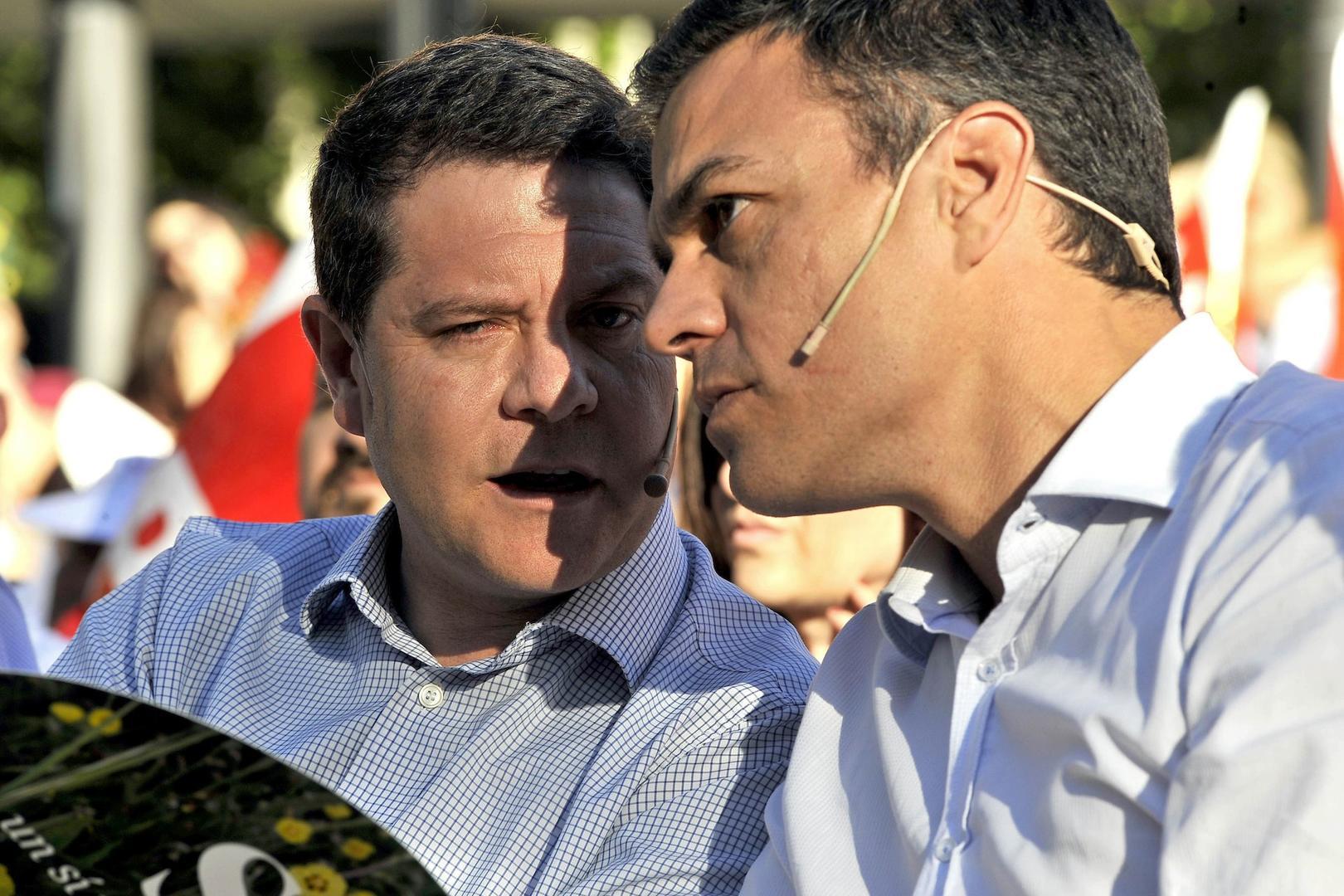 El mensaje cosmético de García-Page en Twitter: critica de soslayo a Sánchez, pero sin poner en peligro su bicoca institucional