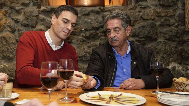 """El cántabro Revilla presenta su factura al socialista Sánchez: """"No hay voto si no aparece en el BOE la licitación del ferrocarril"""""""