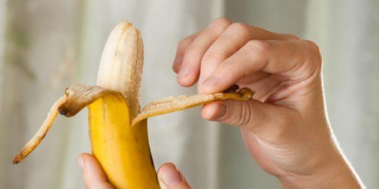 ¿Sabías que llevas toda la vida pelando mal el plátano?