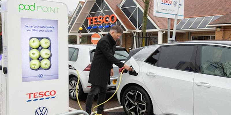 ¡La competencia de Mercadona implementa 400 puntos de carga para coches eléctricos!