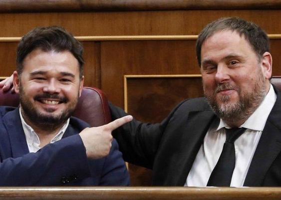 Rufián provoca a España mostrando una foto de compadreo con Junqueras y en Twitter le borran la sonrisa de un plumazo