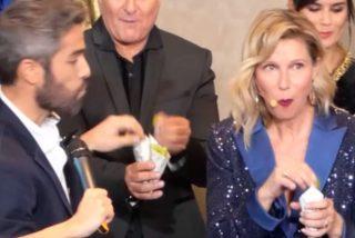 Anne Igartiburu y Roberto Leal se adelantan a las campanadas comiéndose las uvas durante la presentación de la programación de Navidad