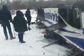 Varios muertos tras volcar y caer desde un puente a un río congelado un autobús en Rusia