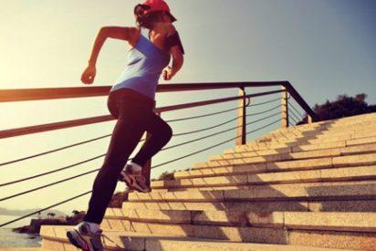 Los 5 ejercicios con los que puedes entrenar todo tu cuerpo ¡Solo necesitas una escalera!