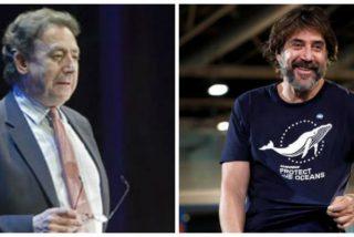 """Alfonso Ussía le baja los malos humos a Javier Bardem: """"Este memo es un farsante y un estúpido"""""""