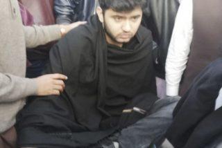Vicedecano atropella con su coche a este estudiante durante una protesta en una escuela de Medicina en Pakistán