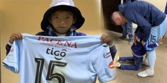 Este niño le pide de rodillas y llorando a Callejón que no abandone su equipo