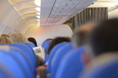 """Esta compañía aérea les pide a cinco perplejos pasajeros que abandonen el avión porque estaba """"demasiado pesado"""" para volar"""