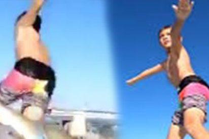 Vídeo viral: Momento en que este niño es derribado por un tiburón cuando surfeaba