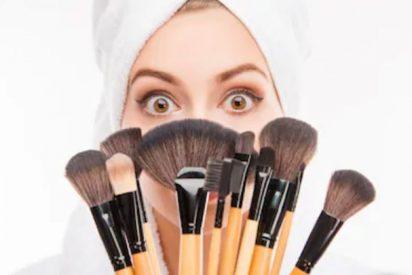 Brochas de maquillaje limpiar