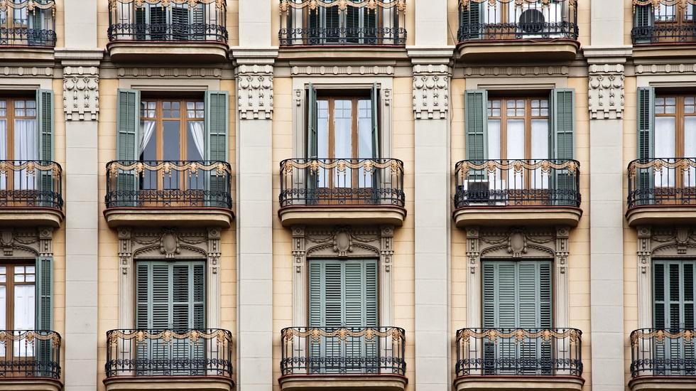 Los notarios informan de que la compraventa de vivienda bajó un 1% en octubre tras encarecerse ligeramente