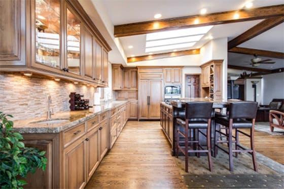 Un hogar sostenible decorando con madera
