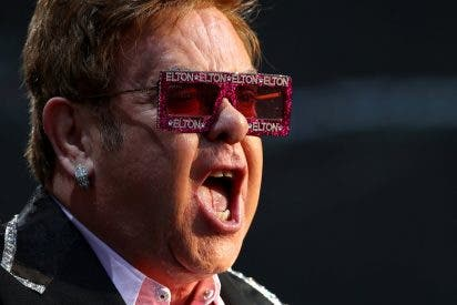 """El manuscrito del """"primer mega hit"""" de Elton John es subastado por casi 240.000 dólares"""