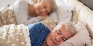 ¿Sabías que dormir más de 9 horas o hacer siestas puede ser peligroso a partir de los 60 años?
