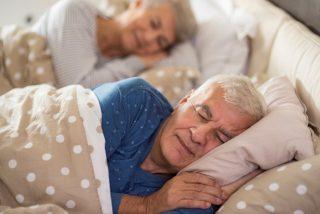 ¿Sabías que dormir nueve horas o hacer siestas puede ser peligroso a partir de los 60 años?