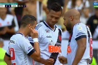 Los jugadores de Vasco deciden quién tira a piedra, papel o tijera