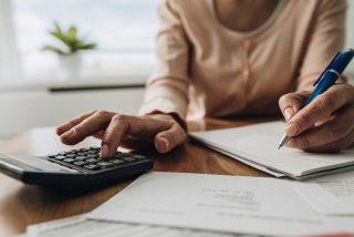 ¿Sabes qué gastos e impuestos tienes que asumir al alquilar o vender una casa?
