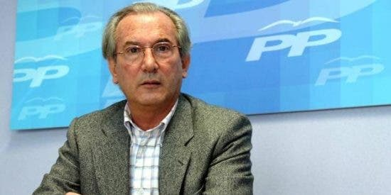Cuando populares y socialistas se unieron en León para derribar al alcalde que pedía la separación de la ciudad de Castilla