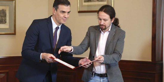 La 'riñonera ministerial' que le entrega Sánchez a Iglesias revienta entre burlas las redes sociales