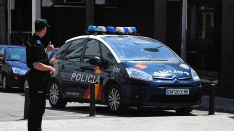 ¡Violencia femenina!: Una mujer intenta matar a su marido en Málaga golpeándolo en la cabeza y cortándole las venas