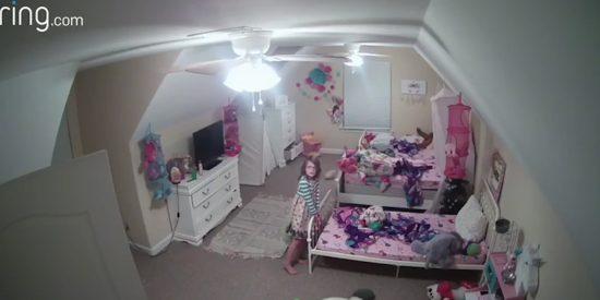 Instalan una cámara en la habitación de sus hijos; un hacker accedió a ella y hostigó a su hija de 8 años