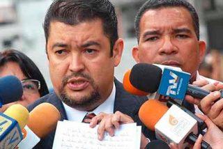 El régimen de Nicolás Maduro impide el vuelo a España de Roberto Marrero, jefe de Gabinete de Guaidó