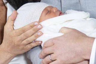 Escándalo en Reino Unido: el secreto que esconde la manta del bebé de Meghan Markle y el príncipe Harry
