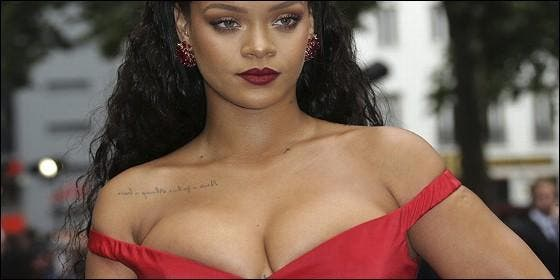 Rihanna en bikini con un par de kilitos de más