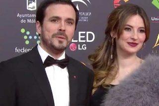 """Martu Garrote triunfa en Twitter a costa de Alberto Garzón y su señora: """"Para ir a ver al rey, como un mamarracho, pero a los Goya, bien elegantes"""""""