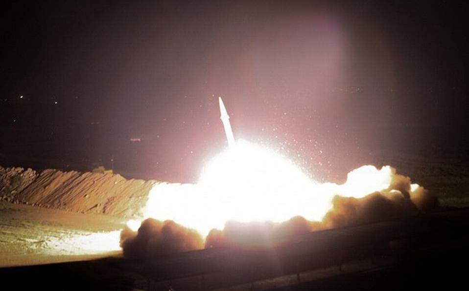 Los ayatolás de Irán atacan con misiles dos bases militares de EEUU en Irak
