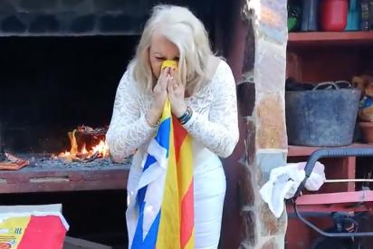 Lazos amarillos a la hoguera y cacas en la estelada: la fenómena española que arrasa en redes con su vídeo