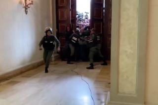 Así escaparon los militares chavistas al no poder frenar la avalancha de Juan Guaidó y 100 diputados