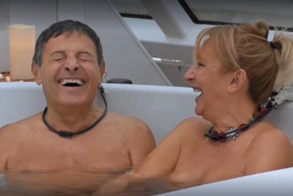 'First Dates, Crucero': la navegación arranca con dos sexagenarios en pelotas en TV y en un jacuzzi