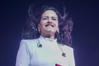 Rosalía anuncia una sensacional noticia en Instagram y sus fans se enloquecen