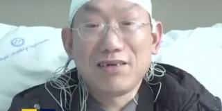 Un cirujano hace ocho operaciones en un día y termina desmayándose dos veces por