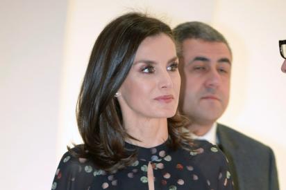 FITUR: la reina Letizia luce un vestido estampado confeti con el que arrasó en Corea