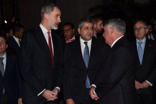 El chavismo utiliza a Casa Real: presume de una foto con Felipe VI ante el 'feo' de Sánchez a Guaidó