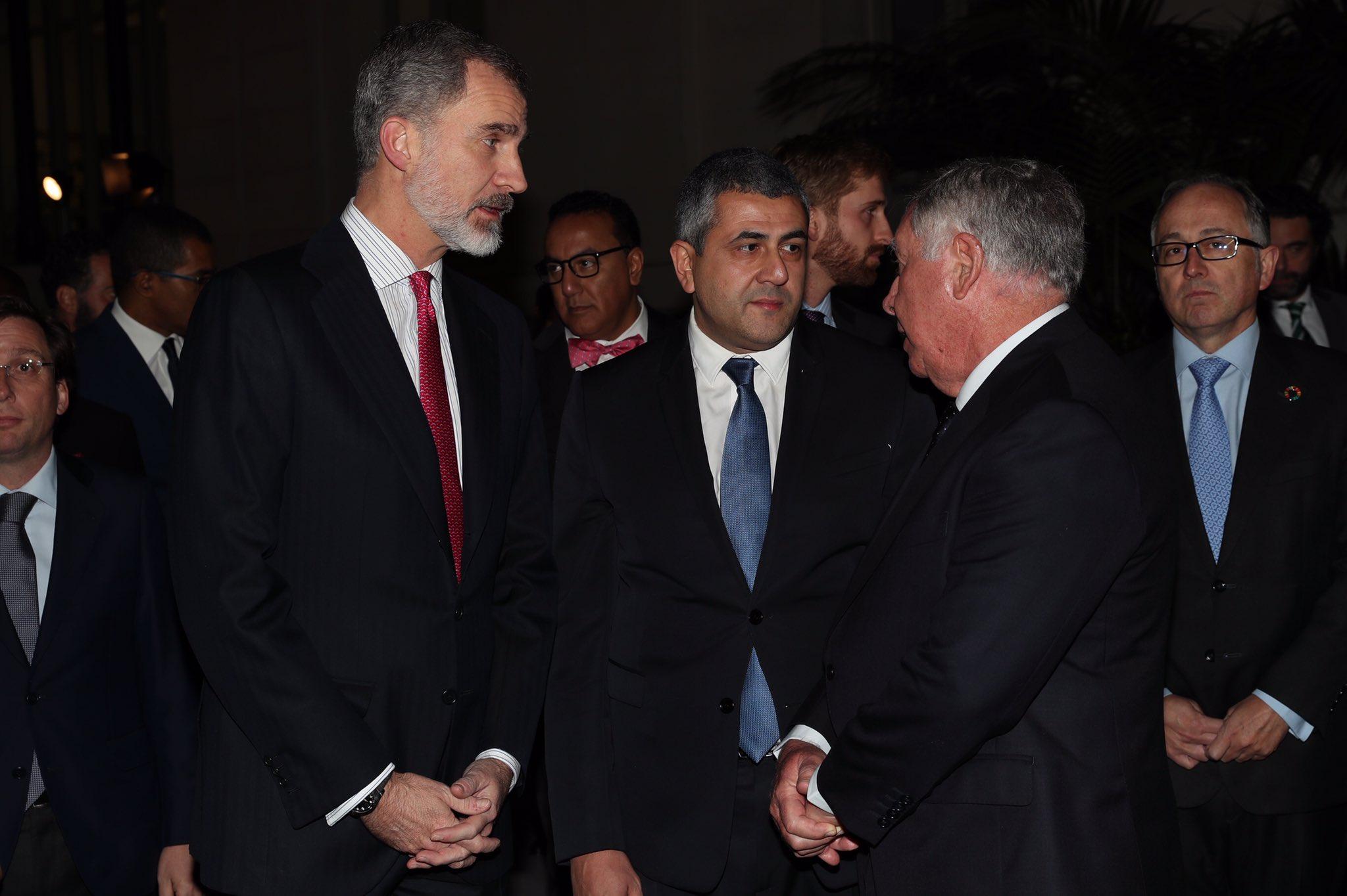 El chavismo utiliza a la Casa Real: presume de una foto con Felipe VI ante el 'feo' de Sánchez a Guaidó