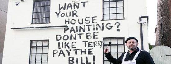 La cruel venganza de un pintor contra un cliente que no le paga la pintura de su pub