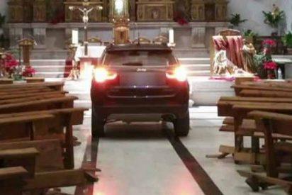 """Vídeo: Un joven empotra su coche contra la Iglesia de Sonseca por estar """"poseído"""""""
